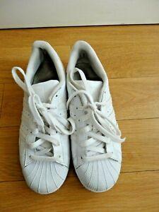 Détails sur Adidas Superstar Baskets Chaussures Taille UK 5.5 EU 38.5 cuir blanc Femmes Garçons afficher le titre d'origine