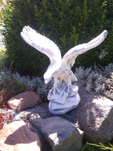 Massive Steinfigur Stein Adler Gartendeko Raumdeko aus Steinguss frostfest
