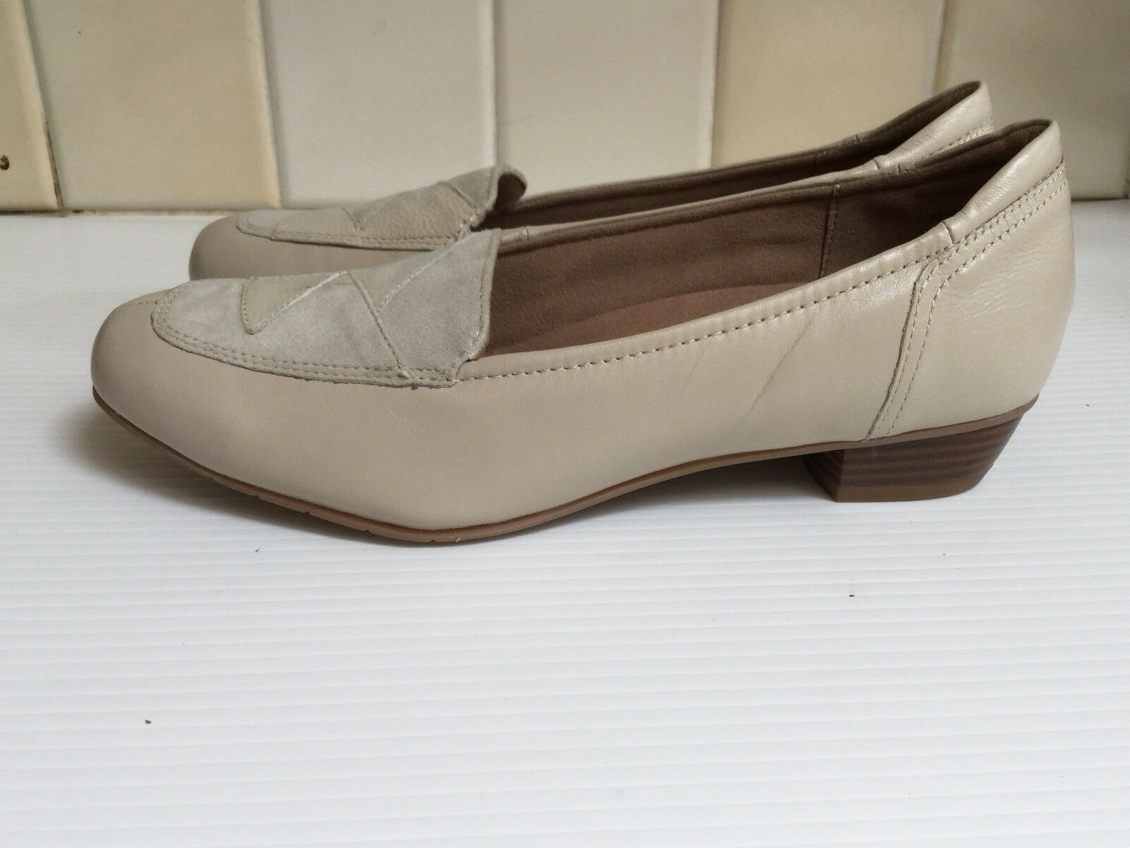 HOTTER, ' MILLY' CREAM/ IVORY, LOW HEEL. UK SIZE 6 1/2, EUR 40