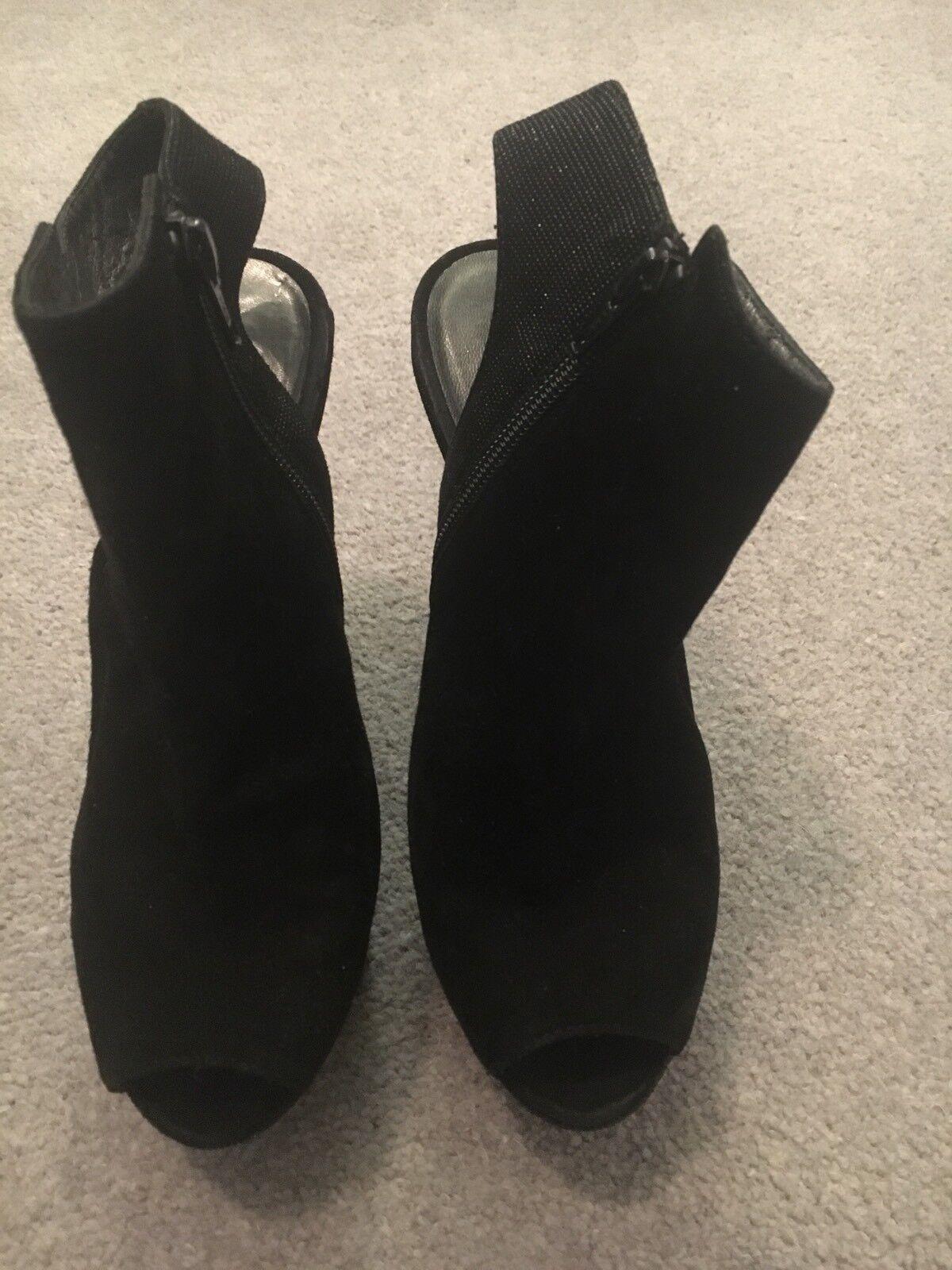 Descuento de liquidación Stuart Weitzman Open Toe Black Suede And Glittery Shoe Boot With Wedge. Size 3