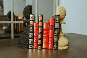 Sujetalibros caucho reciclado. Soporte libros estantería. Figura peón ajedrez