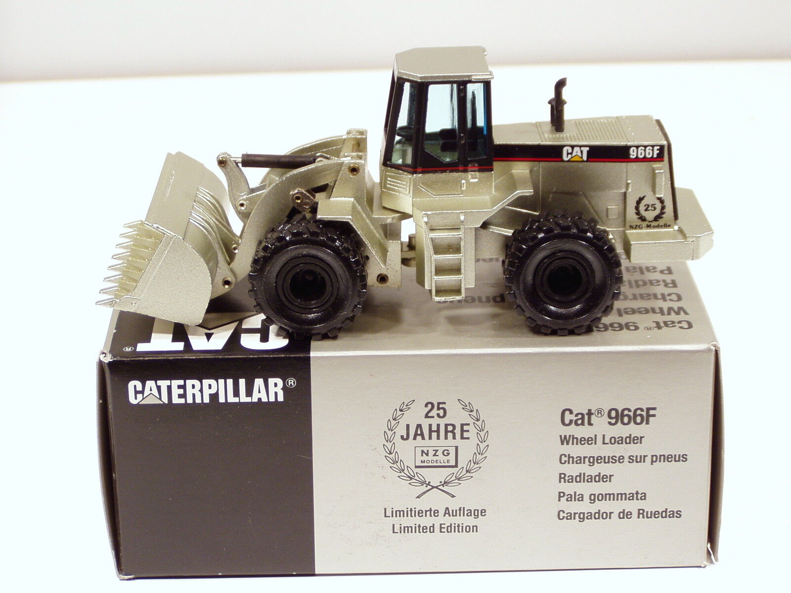 Caterpillar 966F Loader -  PALE oro  - 1 50 - NZG  237 - MIB