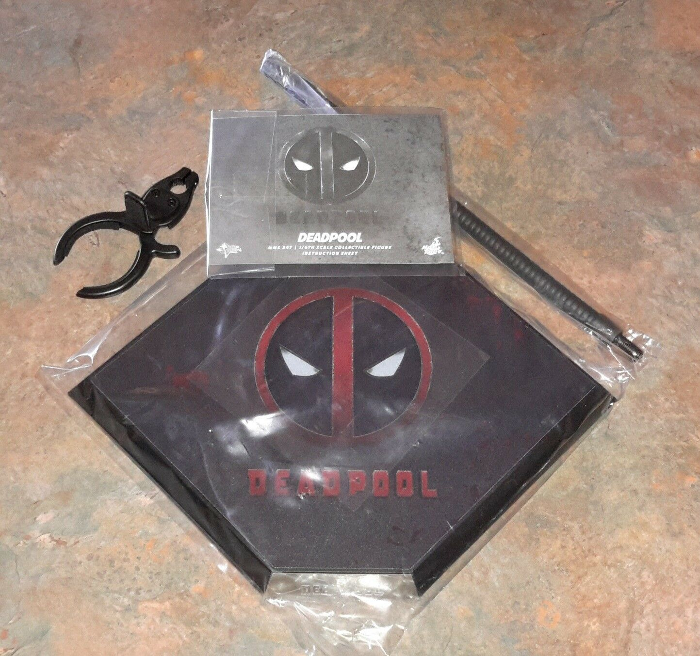 Hot Toys MMS347 Deadpool Stand
