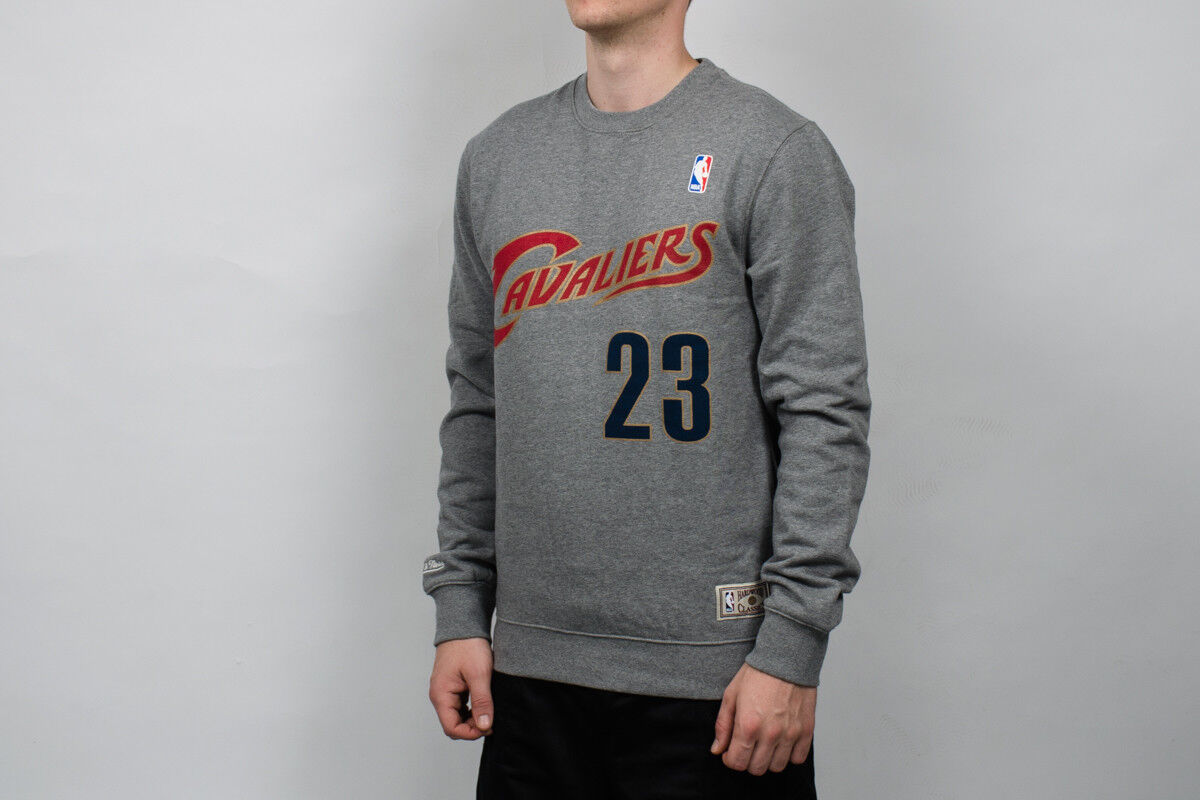 Mitchell & Ness NBA Cleveland Kavaliere Name und Nummer CREW-23LJAME-CLECAV-GRY