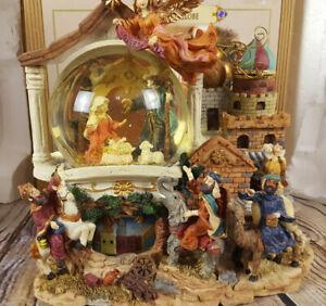 Grandeur-Noel-Musical-Animated-Waterglobe-Collector-039-s-Edition-2001-Christmas