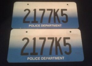 SHARP-OBJECTS-SCREEN-USED-ST-LOUIS-MUNICIPLE-LICENSE-PLATE-SET-Police-Blue-1