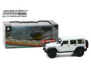 2013-Jeep-Wrangler-unlimited-MOAB-weis-1-43-mit-Vitrine