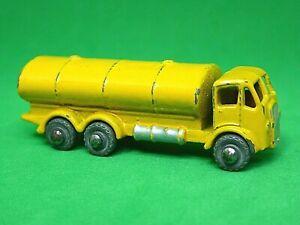 Matchbox-Lesney-No-11a-Erf-Petrol-Tanker-Amarillo-Raro-no-la-mitad-Redondo-Brace