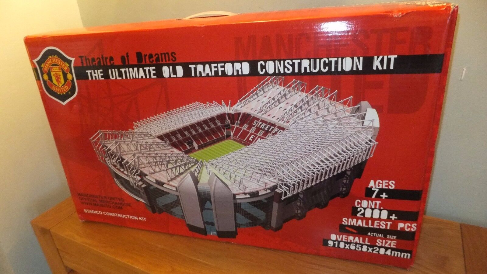 RARE Manchester United lge model stadium collectable Old Trafford MINT CONDITION