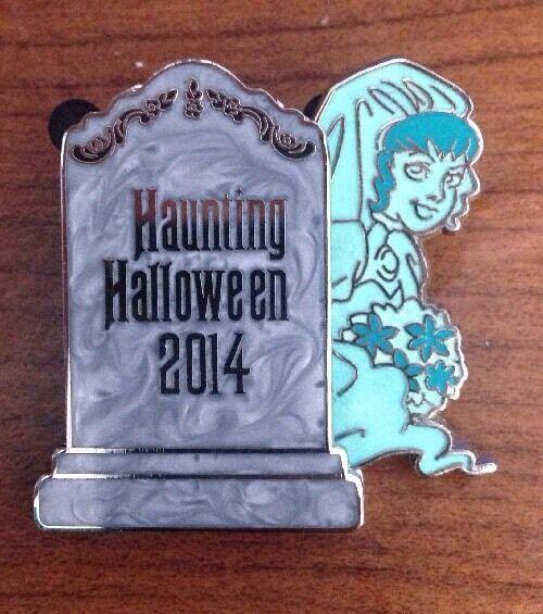 Disney 2014 Haunting Halloween Haunted Mansion Glow in dark Bride & Groom LE Pin
