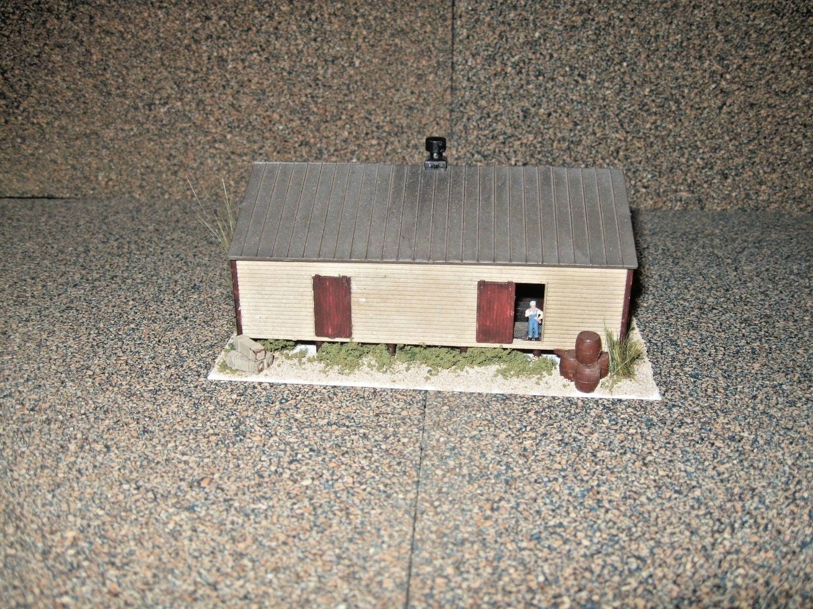Walthers N Scale Co-Op Storage Shed   Custom Built, Weatherosso & Detailed