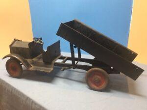 Keystone-Packard-Open-Cab-Scissor-Dump-Truck-Pressed-Steel-Toy-1924-Rare