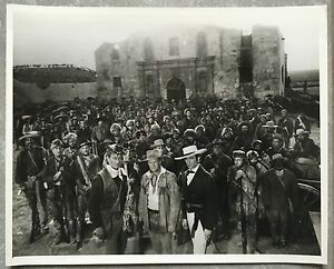 Photo-originale-ALAMO-Richard-Widmark-JOHN-WAYNE-Laurence-Harvey-WESTERN-1960