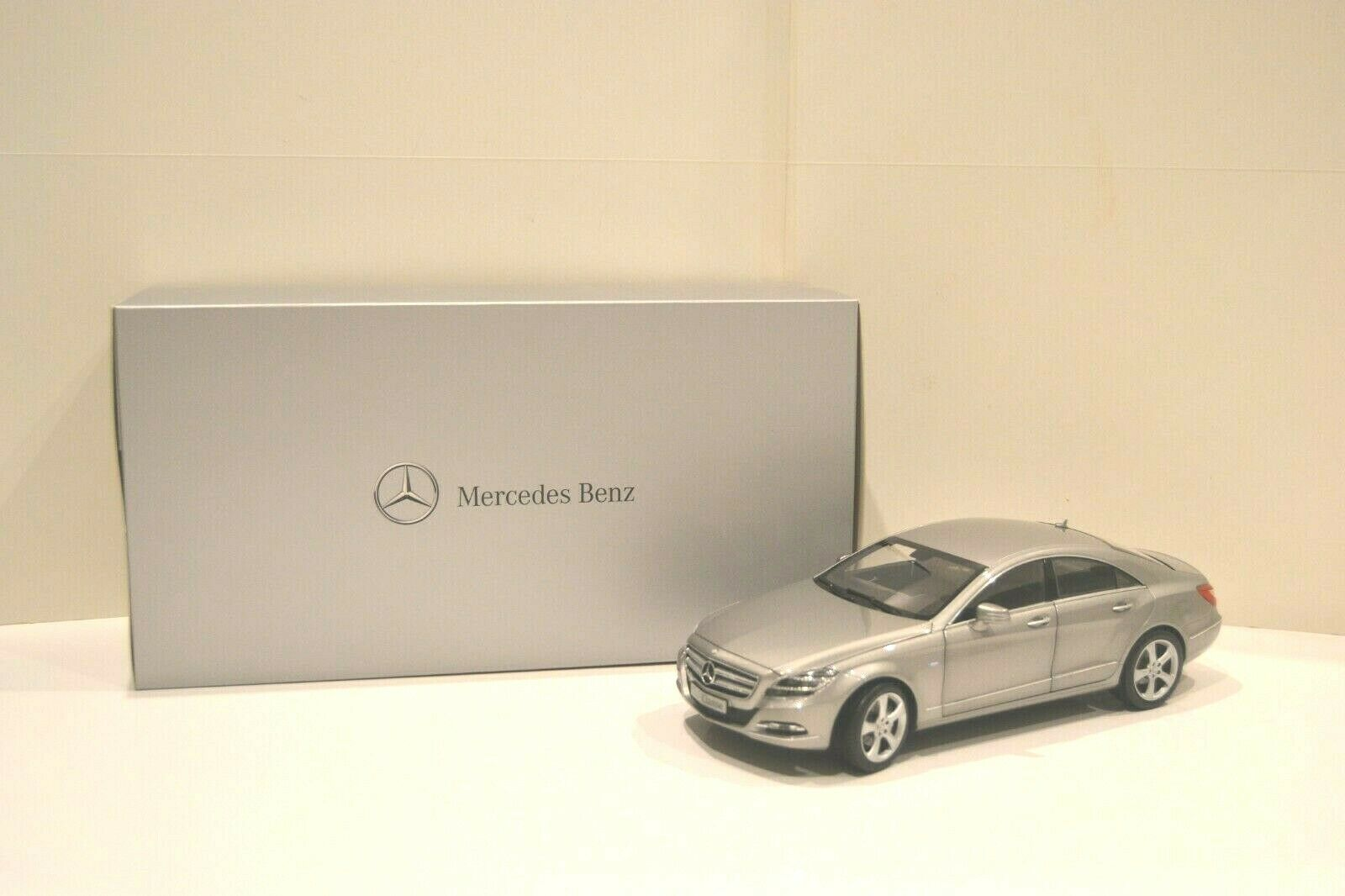 Norev 1 18. Mercedes-Benz CLS-Klasse 2011 Limousine 4 portes. Réf. B6 696 1298.