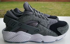 NIKE AIR HUARACHE RUN ID tech fleece SIZE 7 777330-995