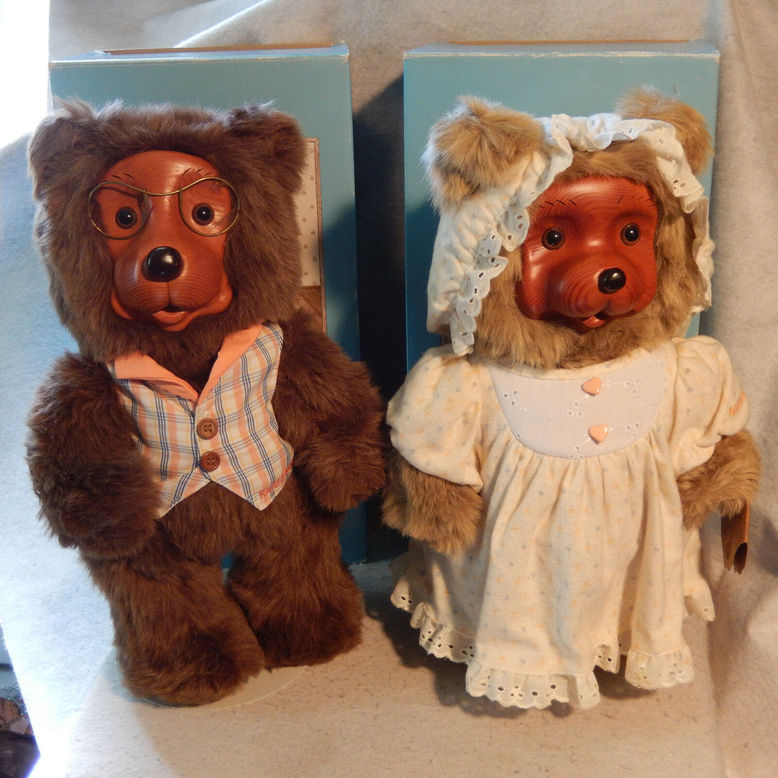 1988 Pair 2 RAIKES BEARS Home Sweet Home JENNY & JASON Teddy Dolls Tag Box Stand