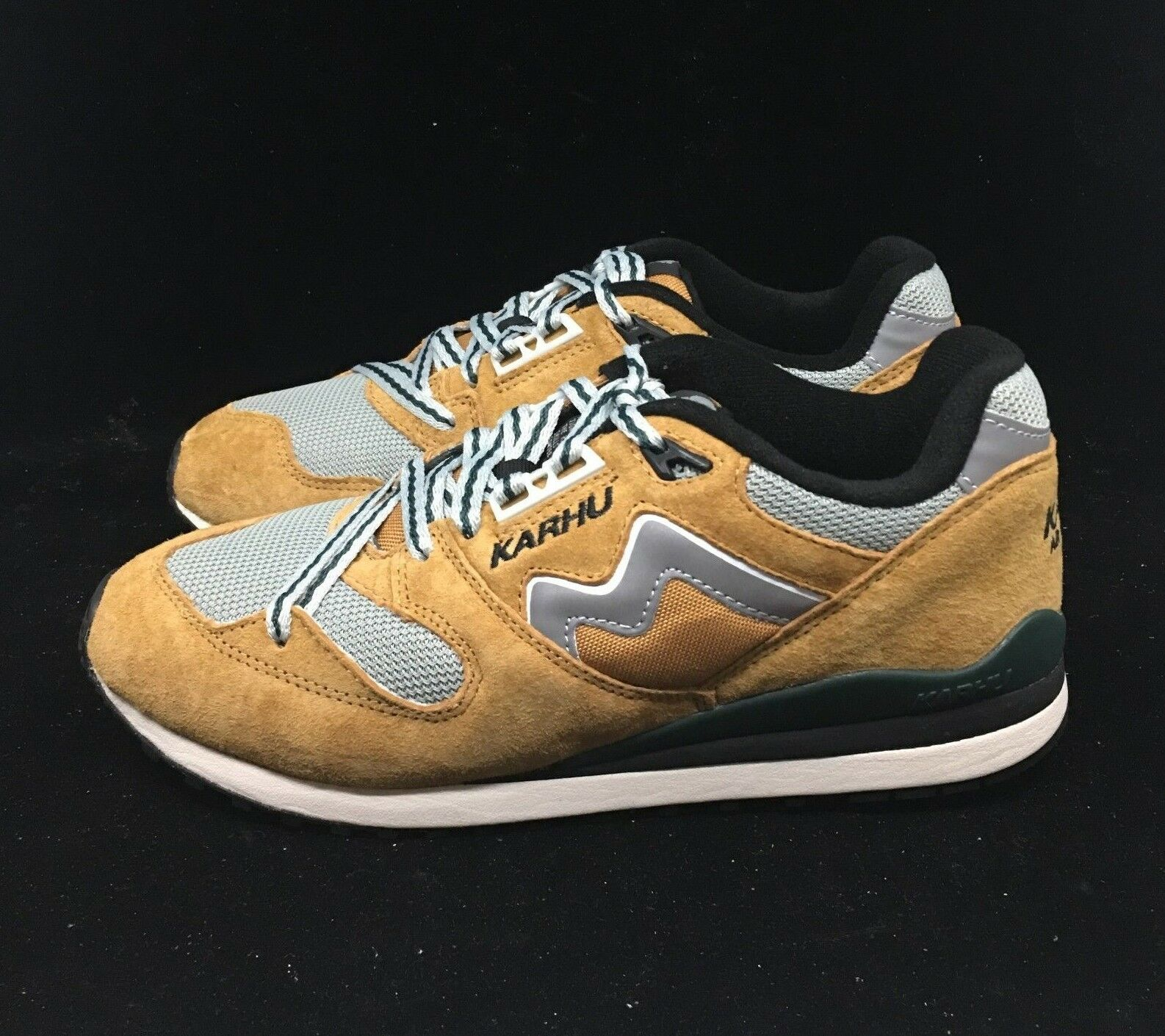 Karhu Synchron Classic Joia Alluminio Suede Outdoor Pack F802622