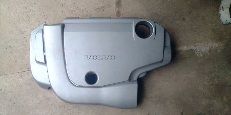 Volvo V50 / S40 / C30 D5  engine cover