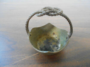 ANTIQUE-VINTAGE-TINY-BRASS-BASKET-WITH-TWISTED-HANDLE