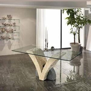 Tavolo Papillon con base in pietra fossilstone e piano in vetro ...