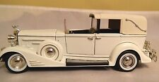 Signature 1933 Cadillac Town Car Die-Cast 1:32 In Box With Stand