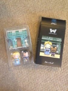 WESTWORLD-DOLORES-AND-ARNOLD-FIGURES-BOXED-VERY-GOOD-CONDITION