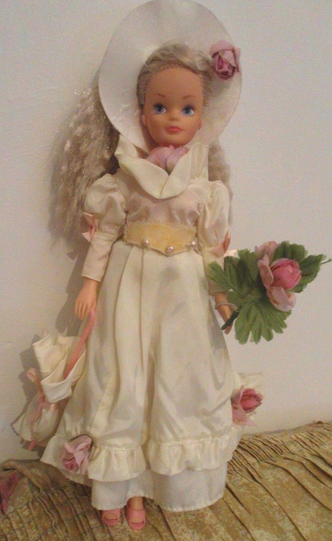 VINTAGE Sindy doll in originale ROMANTICO ABITO e ACCESSORI