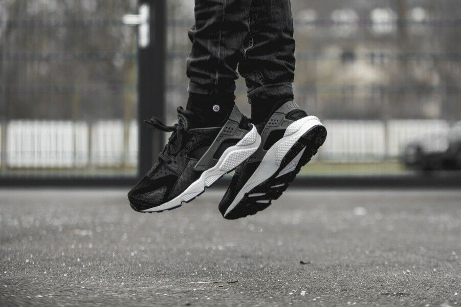 Nike Air Huarache Run Premiuim Mens Trainers Black Size  UK 6     EU 40    US 7