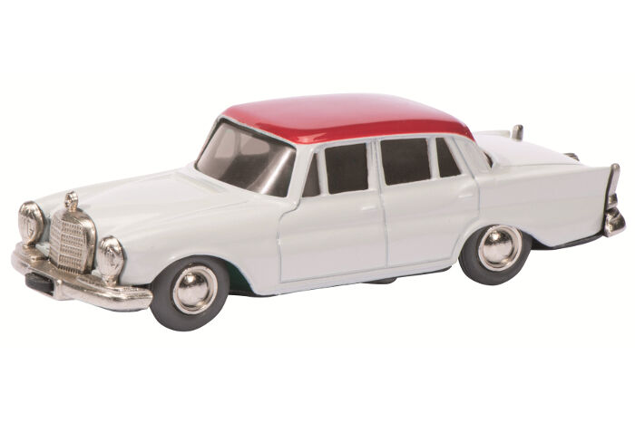 Micro Racer Mercedes Benz 220 White Red 01151