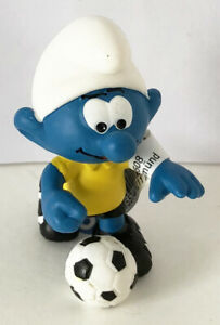 20806 Schleich Football Smurf with Soccer Ball 2 inch Figurine Plastic Figure