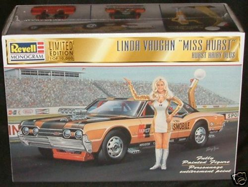 RACING CARS   LINDA VAUGHN & MISS HURST OLDSMOBILE PLASTIC MODEL KIT