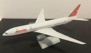 Flight-Miniatures-1-200-Boeing-777-200-Lauda-Air-plastic-snap-airliner-model