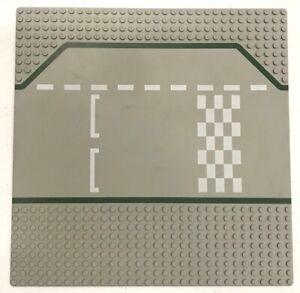 LEGO CROSSROADS BASEPLATE 32 X 32 DOT 10 X 10 INCH PLATFORM PLATE 8 STUD GREEN