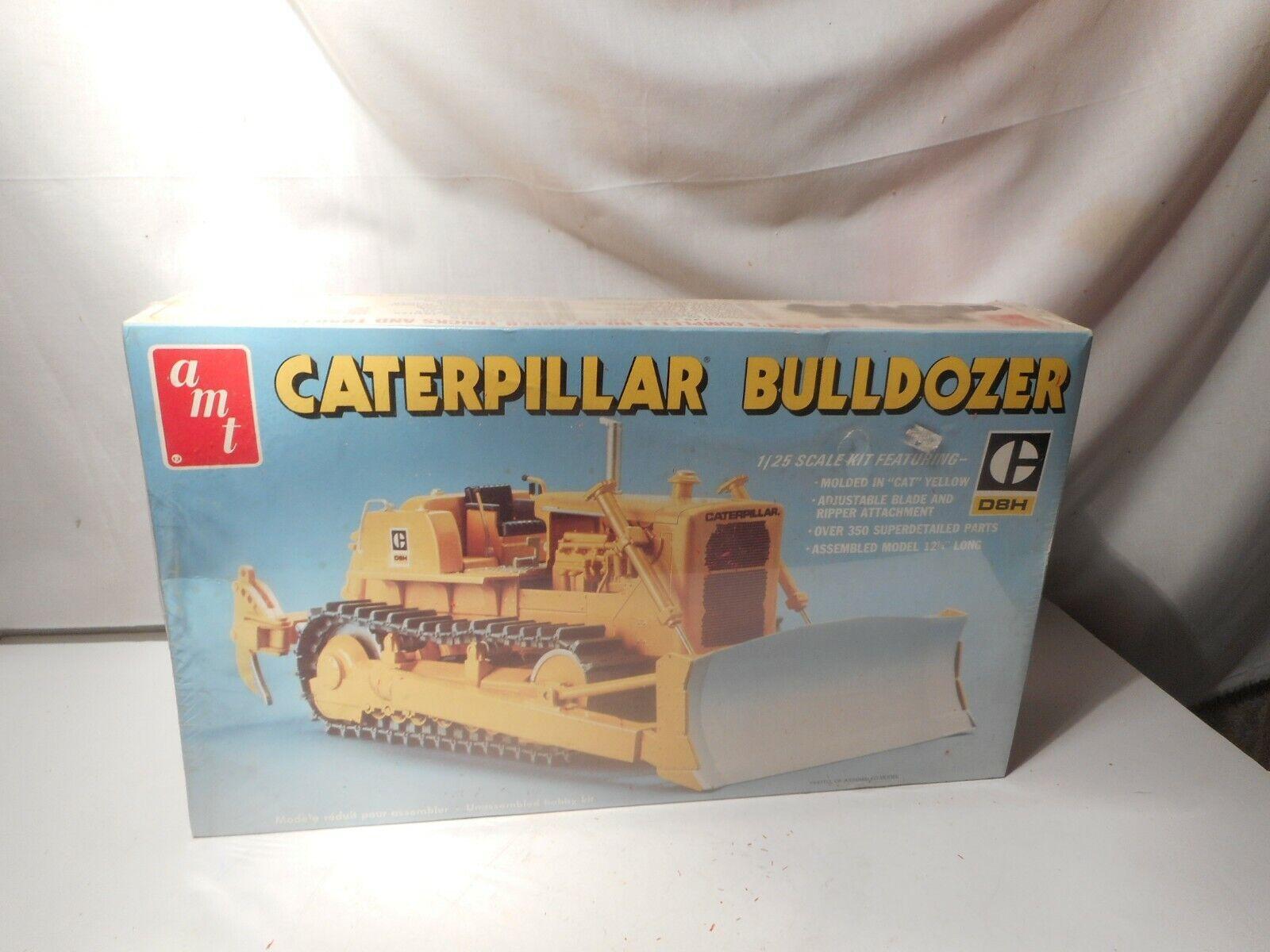 Model Kit Caterpillar Bulldozer D8H