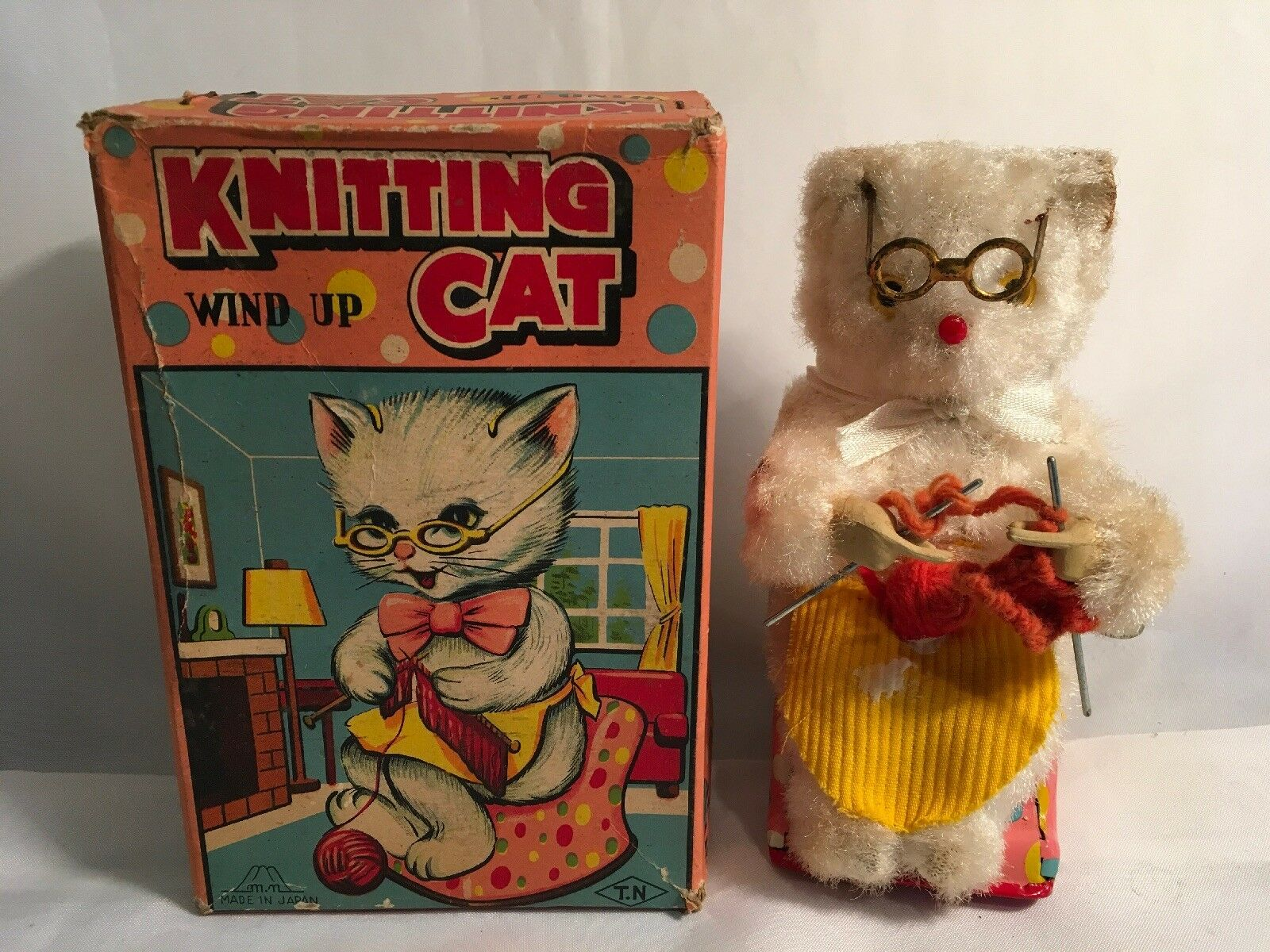 KNITTING CAT WIND UP VINTAGE TIN TOY JAPAN BY T.N TOY JAPAN W ORIG BOX WORKS
