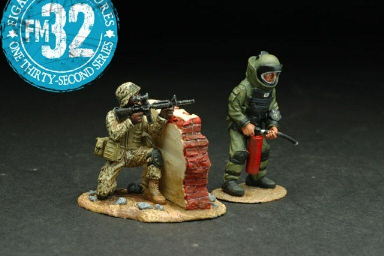FIGARTI PEWTER IRAQ & AFGHANISTAN WARS IRQ-005 READY WITH EXTINGUISHER MIB
