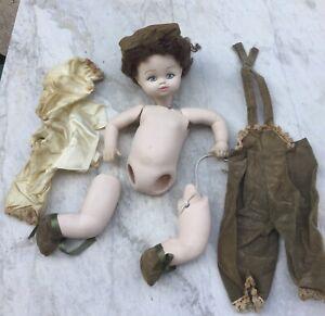 Antica-Bambola-in-Porcellana-1800-smontata-con-abiti-ORIGINALI-corpo-articolato
