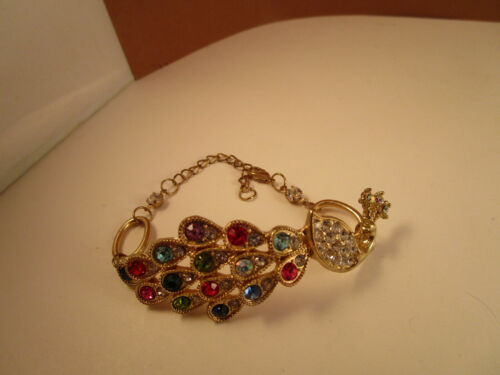 Vintage Art Deco Style Yellow Gold Tone Rhinestone Peacock Design Hinged Bangle Bracelet Jewelry    K#26