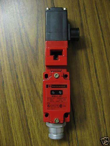 TELEMECANIQUE SAFETY INTERLOCK SWITCH XCSL764B3 CG NEW