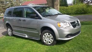 vehicule adapté dodge caravan
