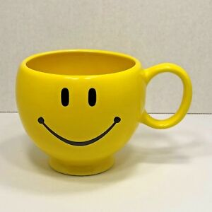 SMILEY-FACE-Footed-Cup-Mug-Bright-Yellow-Oversize-Decor-Caddy-Only-No-Drinking