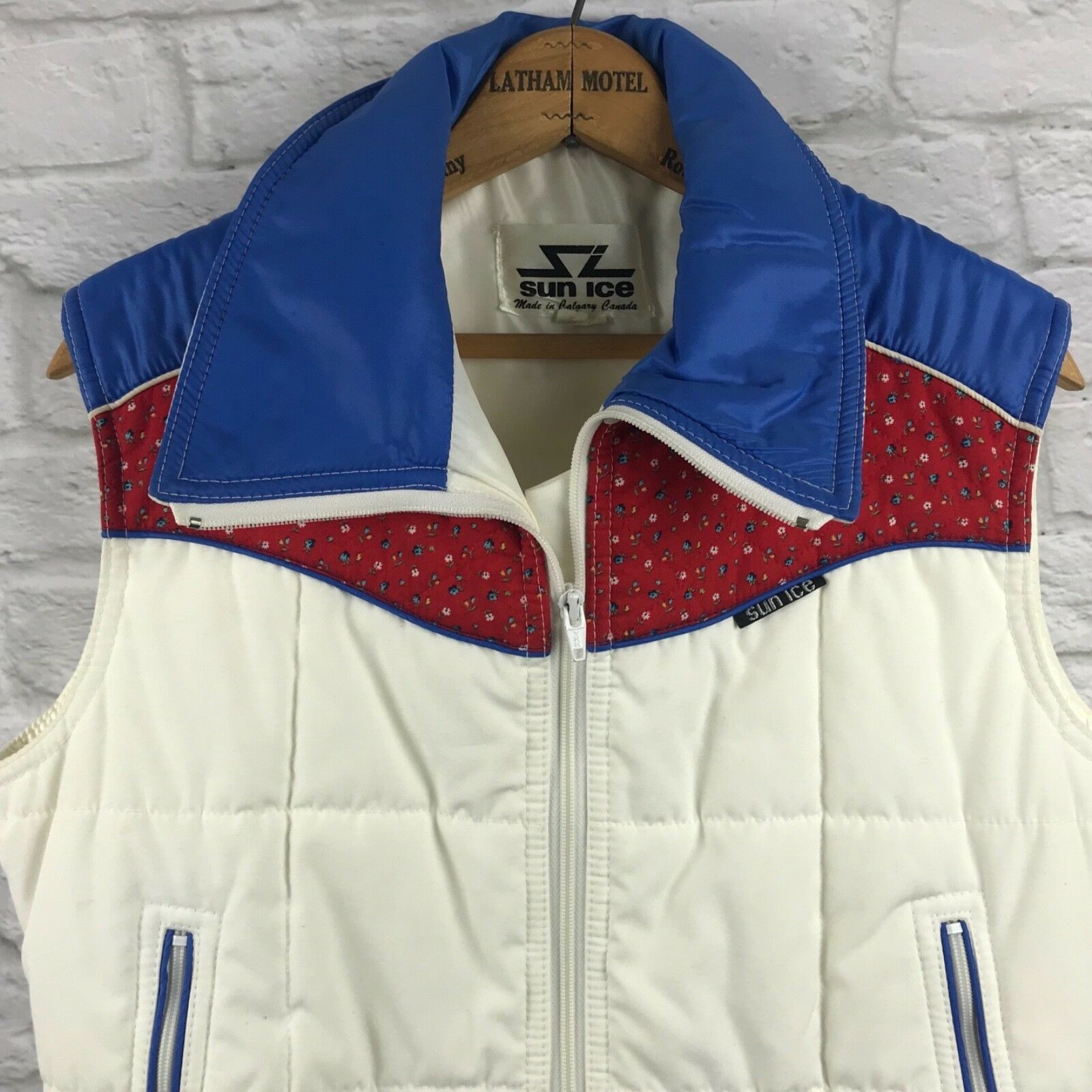 Vintage SUN ICE - LARGE Red Ivory bluee Quilted Floral Full Zip Ski Vest Calgary