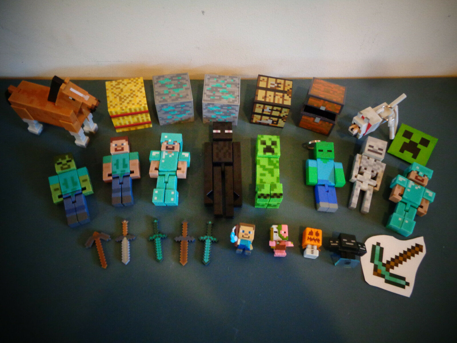 MINECRAFT FIGURES MINIFIGURES LOT WEAPONS HORSE STEVE ZOMBIE CREEPER ENDERMAN ++
