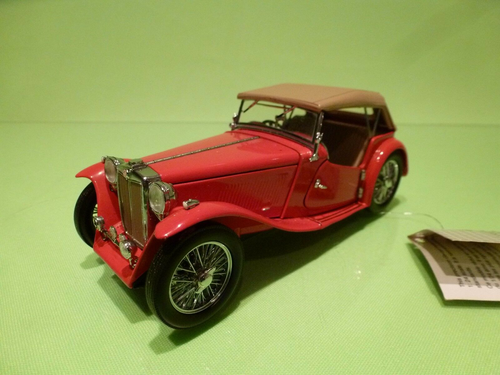 FRANKLIN MINT MG TC ROADSTER 1948 - RED 1:24 - GOOD CONDITION