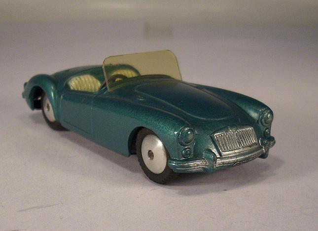 Corgi Toys 302 MGA Sport Car grünmetallic Nr.2  007