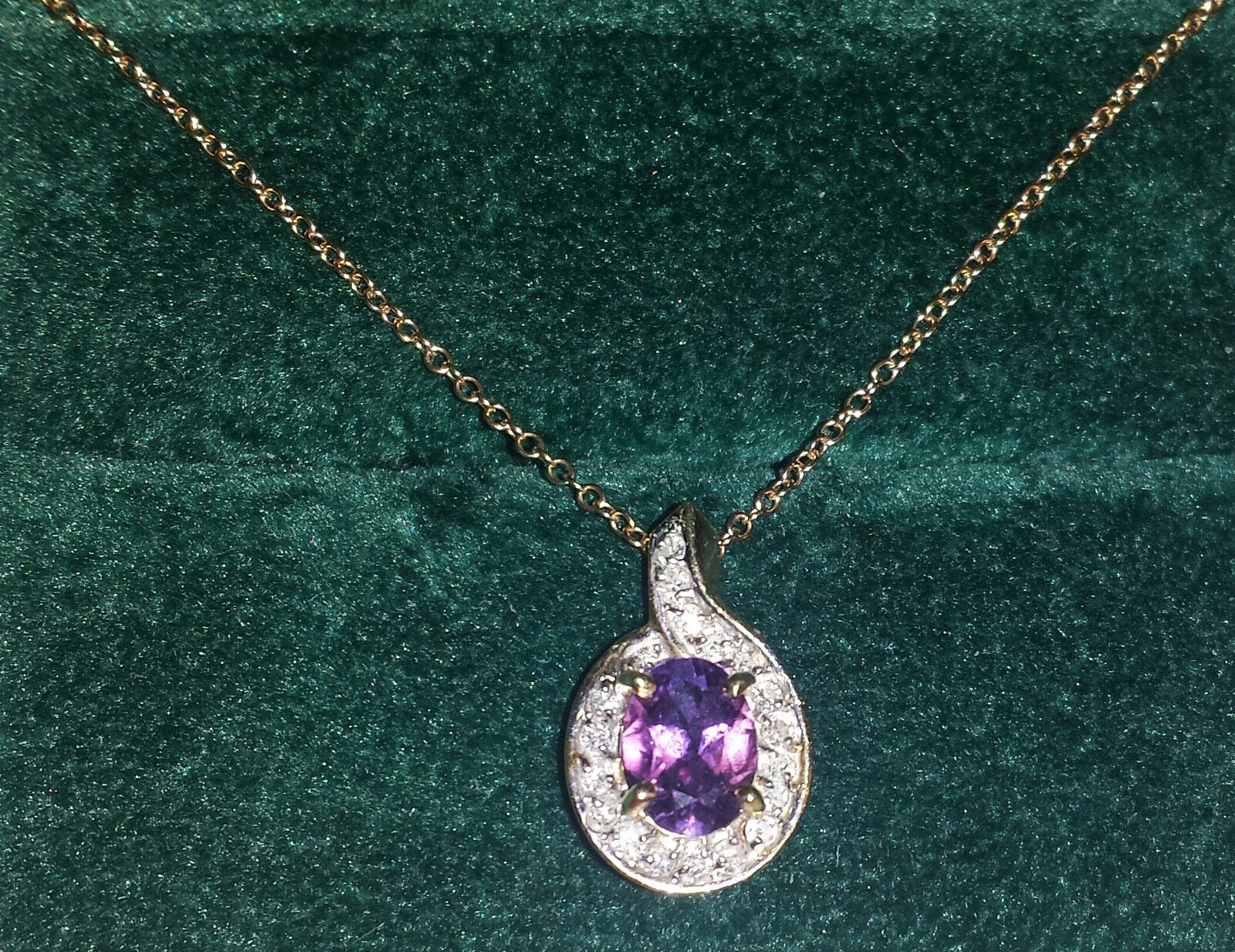 Genuine Amethyst with 20 Diamonds Pendant, 2.4 g of solid 14K gold