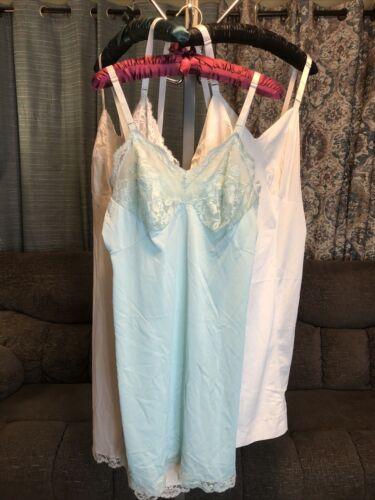 Vintage Two-Piece Oscar de la Renta Nightgown and robe ML