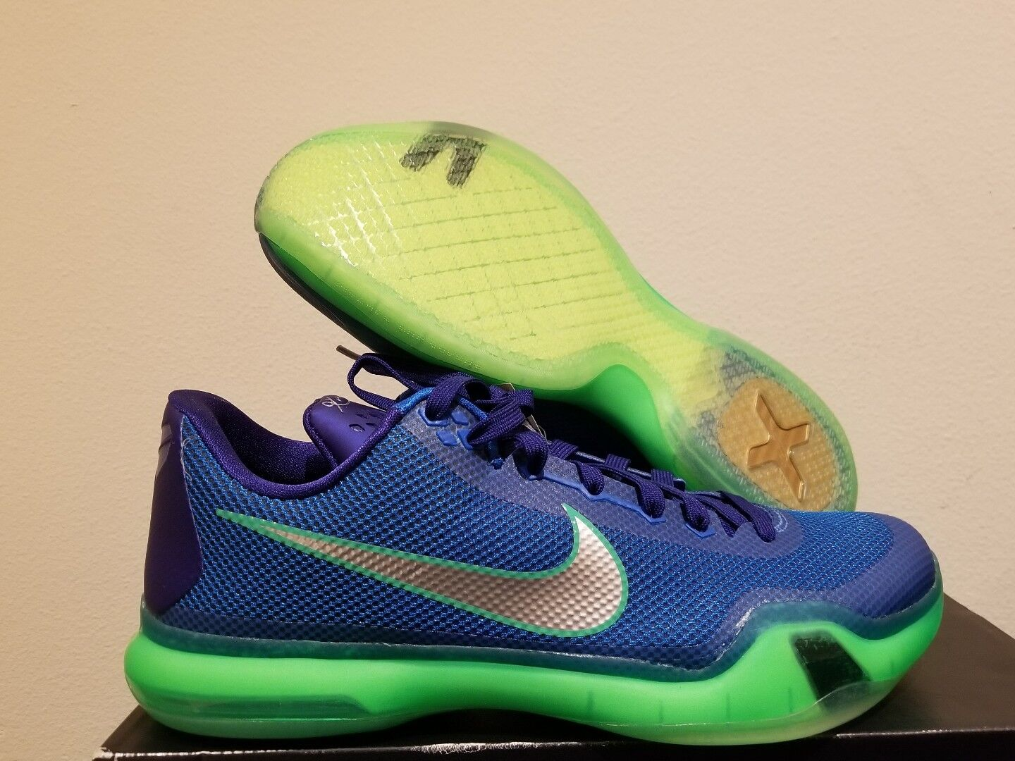bbba59ec7ca5 ... italy nike kobe shoes x 10 emerald city seahawks blue green shoes kobe  size 11 705317