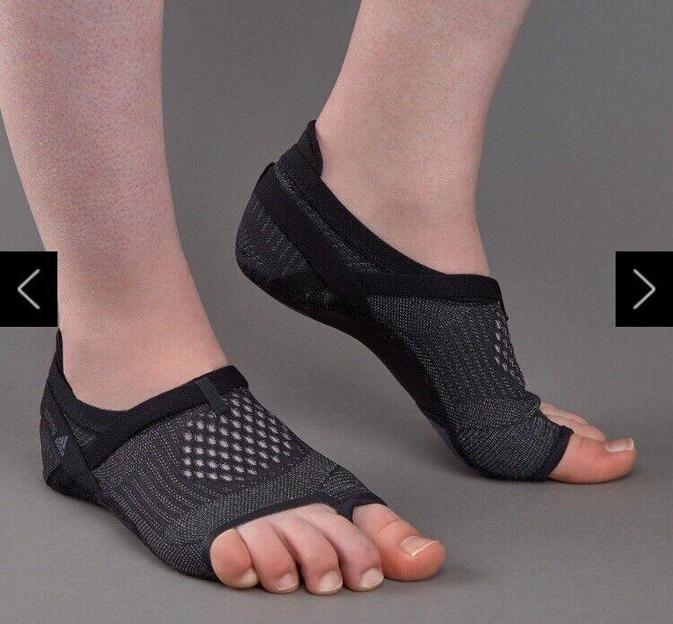 BNWT Adidas Crazymove Studio shoes Barefoot Yoga Dance shoes Footwear - Size 7