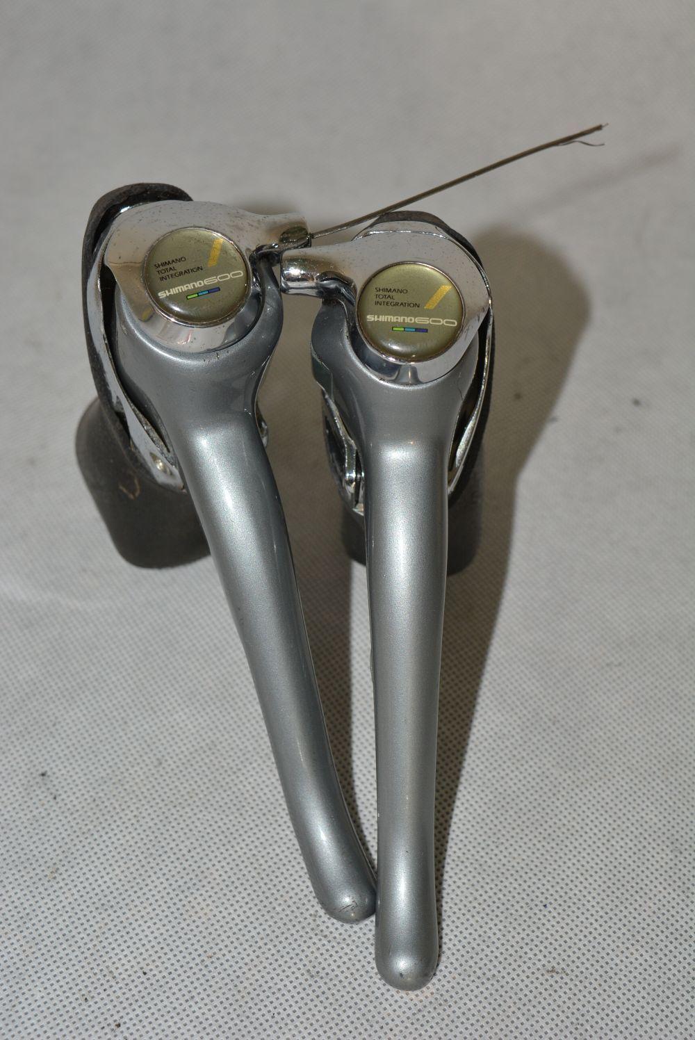 SHIMANO 600 triColoreee 2x8 shifting brake levers    VGC    shifters